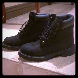 Black Junior US size 4 Timberland boots
